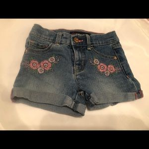 💙MUST BUNDLE💙 2T Jean Embroidered Flower Shorts